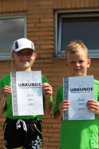 Geschafft! Lina und Kjell nach den 800 Metern