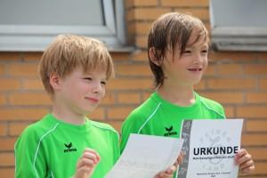 Jonas und Justus nach ihrem erfolgreichen Dreikampf
