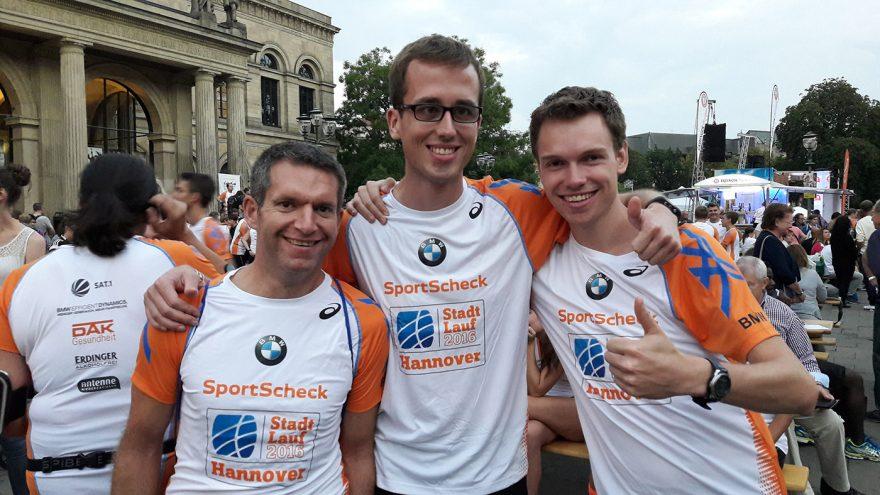 Christian, Florian und Christian (von links nach rechts oder von rechts nach links) vor dem Start. (Foto: Tanja Helbing)